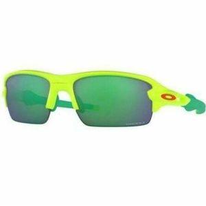Oakley Sports Style Sunglasses W/Prizm Jade Lens
